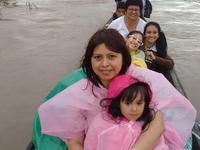 En Bote Canoa Por El Río Marañón