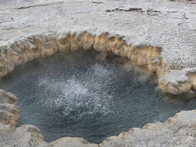 Beach Geyser - Yellowstone - USA