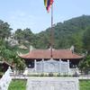 Con Son Pagoda Mountain y