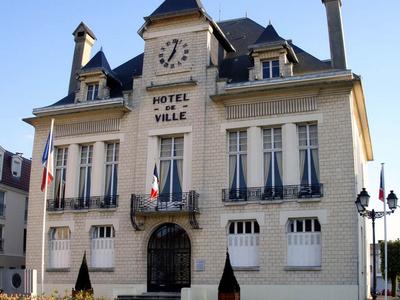 Deuil La Barre Town Hall