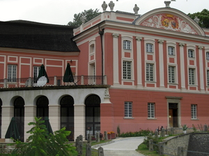 Kurozweki Palace