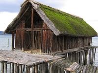 Viviendas prehistóricas Pila alrededor de los Alpes