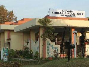 Tribal y Museo de Arte Popular