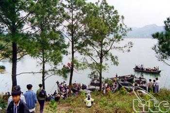 Yen Lap Lake - Loi Am Pagoda