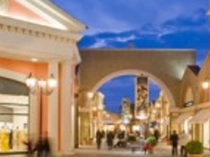Outlet shopping tour Photos