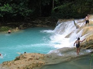 Blue Hole River Gully Rain Forest Adventure Tour from Ocho Rios Fotos
