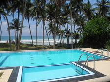 Full Moon Resort Pool