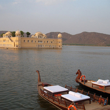 Pa00000045 0 800px Jalmahal Restored