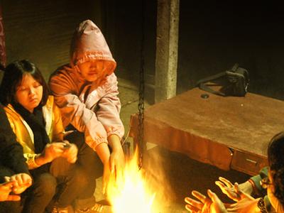 0011 Menghangatkan Badan Di Desa Ngadas