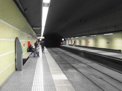 Plaça Molina Station