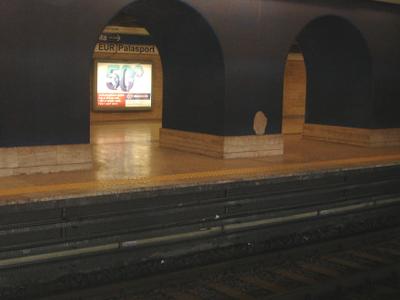 EUR Palasport Station