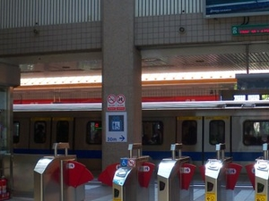 Zhongyi Station