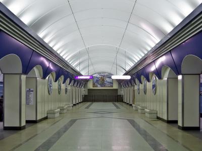 Komendantskiy Prospekt Station Hall