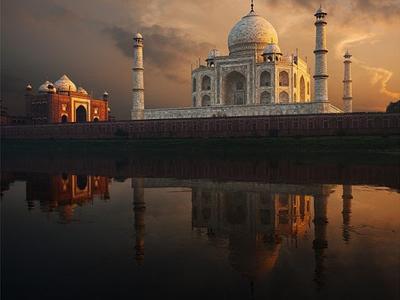 Sightseeing Taj Mahal