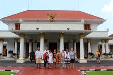 Surabaya City Tour With A Group Of Dutch Tourists