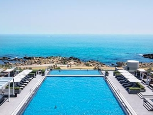 Hilton Busan Infinity Pool