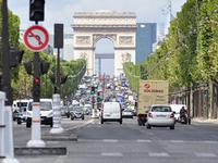 Champs Élysée District 08
