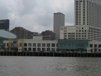Un Canal Place