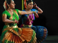 Experience Chennai: Small-Group Bharatanatyam & Bollywood Dance Class