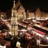 Christkindlesmarkt With Schöner Brunnen