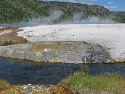 Cliff Geyser - Yellowstone - USA