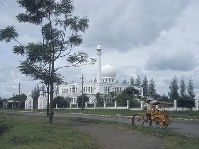 De  Al   Azhar Moskee In  Kebajoran  Baru