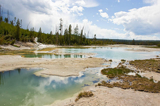 Crackling Lake - Yellowstone - USA