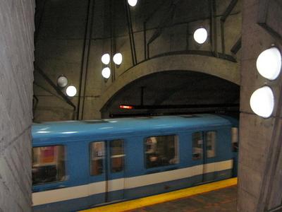 De La Savane Metro Station