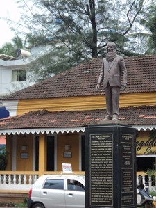 Calangute - Statue At The Wayside