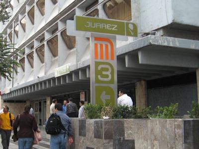 Entrance Metro Juarez