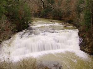 El agua que cae del Río