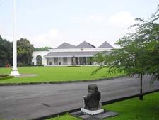 Gedung Negara Senisono