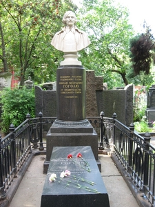 Gogol Grave
