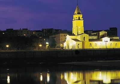 Iglesia De San Pedro Apóstol De Gijón