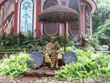 Bugle Rock Park Dr. D. Gundappa Statue - Bangalore