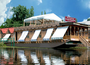 WelcomHeritage Gurkha Casas flotantes