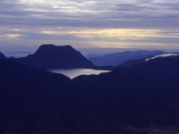 Lago de montaña de los siete