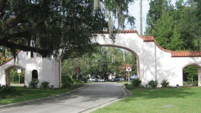 Los Robles Gate
