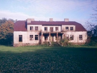 Manor-house-in-Wiktorowo