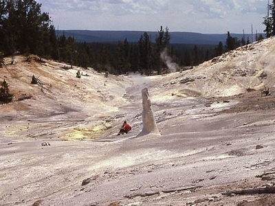 Monument Geyser - Yellowstone - USA