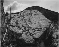 Mummy Cave - Yellowstone - USA