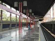 Metro Agricola Oriental Platform