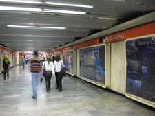 Metro Auditorio Underpass