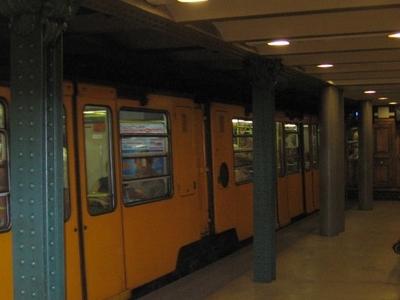 Vorosmarty Utca Metro Station