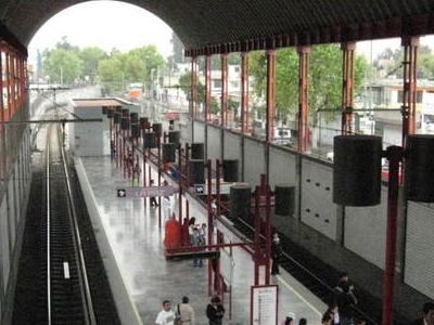 Metro Los Reyes Platform