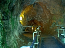 Nahuku-Thurston Lava Tube