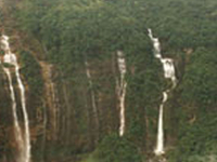 Nohsngithiang Falls