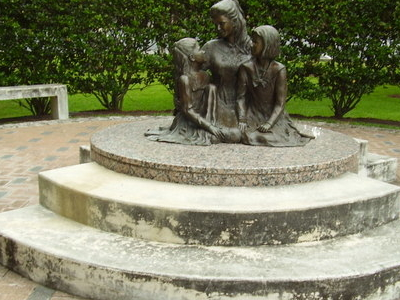 Pam Lychnerdaughters Statue