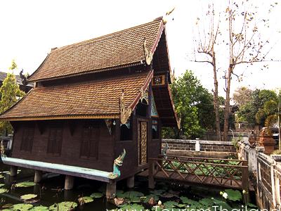 Phutha Oen Temple