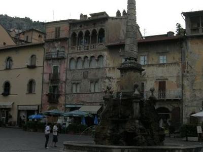 Piazza Dellobelisco.